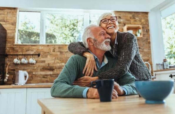 velho casal feliz