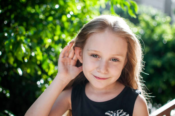 criança, ouvidos, audição
